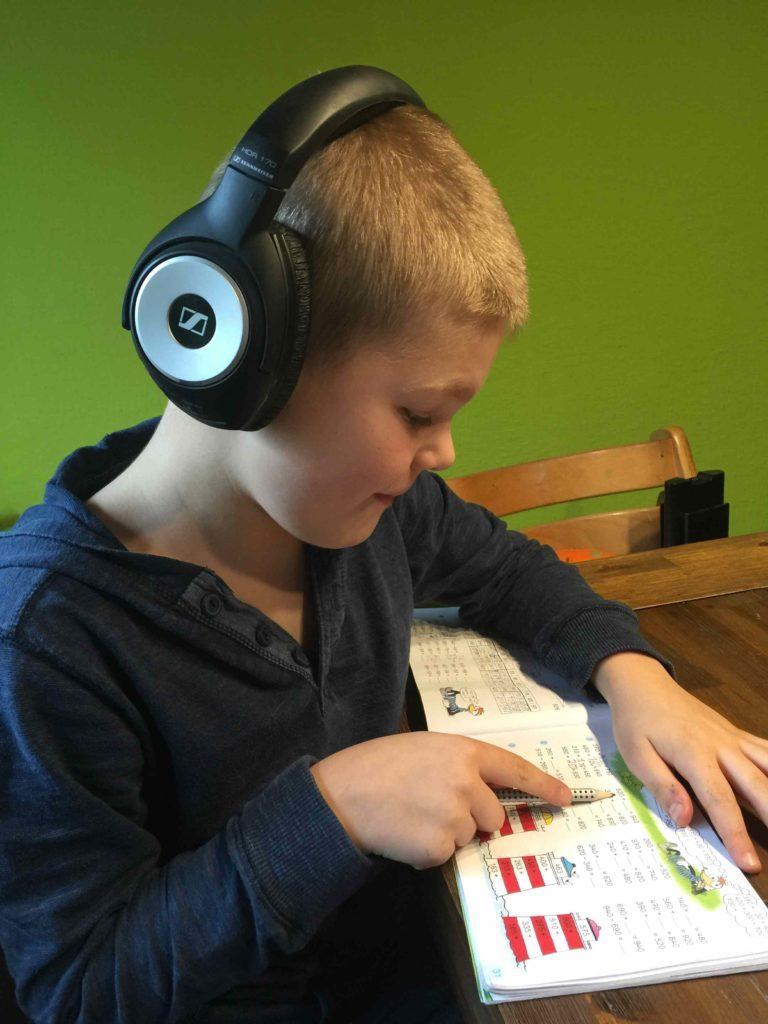 Jonas beim Lernen